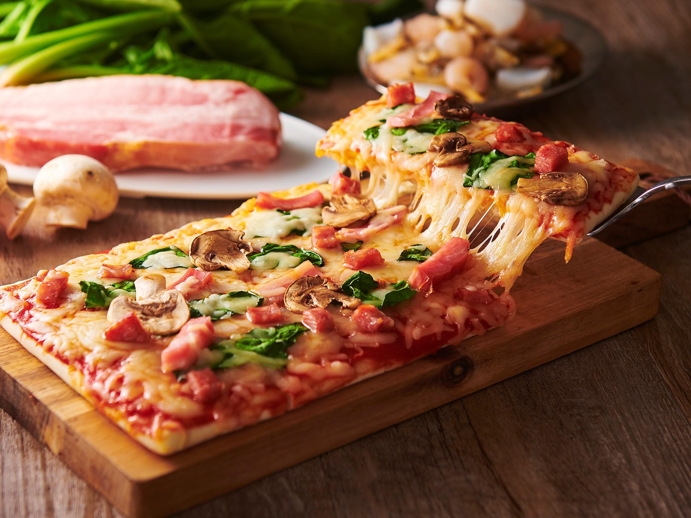 オーブンでそのまま焼けるピザ_サラミ_アレンジ_画像
